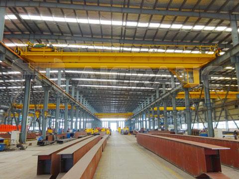 Купить мостовой кран в заводе кранов
